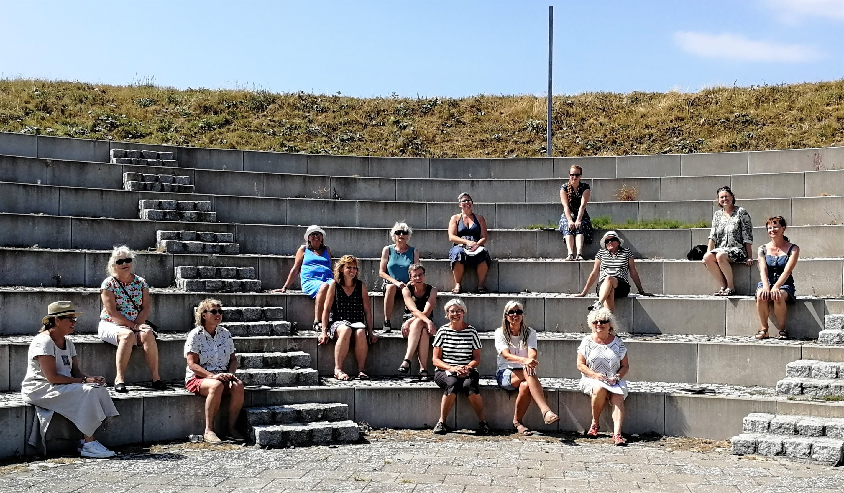 Hela gruppen i amfiteatern